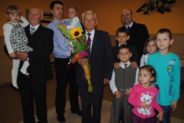 Rodina. Pán Michal má osem vnúčat a deväť pravnúčat.