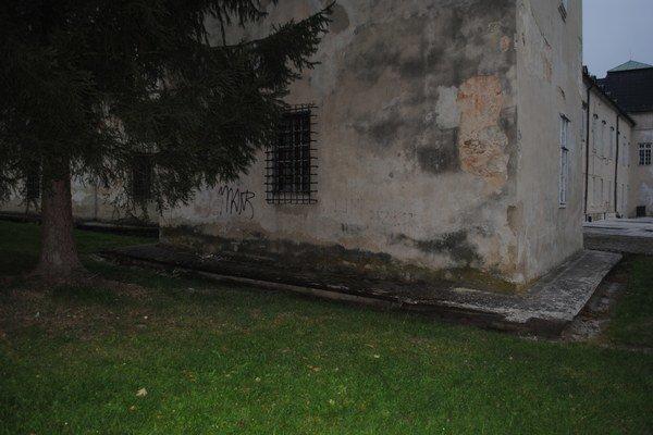 Podzemná chodba. Viedla do veže kaštieľa k majeru.
