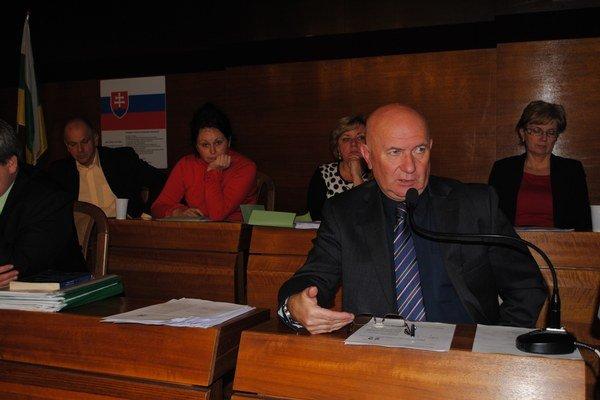 Primátor Štefan Milovčík. So zámerom predať skládku sa stotožňuje.