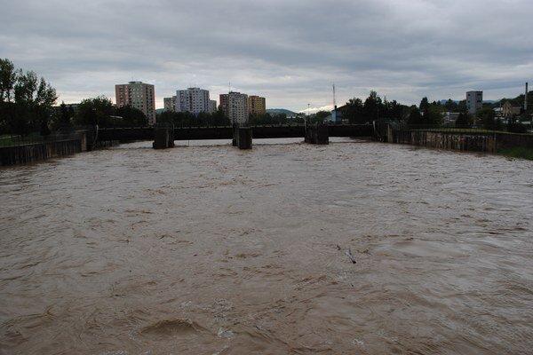 Laborec v Humennom bol v pondelok (na snímke) na druhom stupni povodňovej aktivity, odvtedy výrazne klesol.