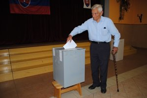Michal Maciboba chodieva voliť pravidelne.