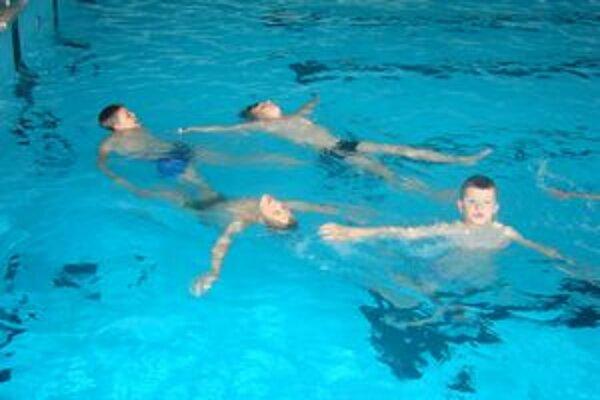 Zvládli to. Aj neplavci sa zbavili strachu z vody.