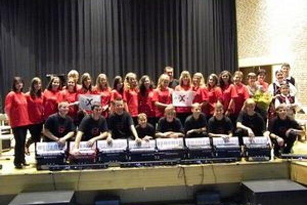Po koncerte. Holanďanom sa naši hudobníci páčili.