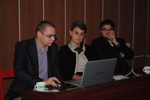 Počas prezentácie. Autori projektu Martin Drobňák a Radoslav Turik.