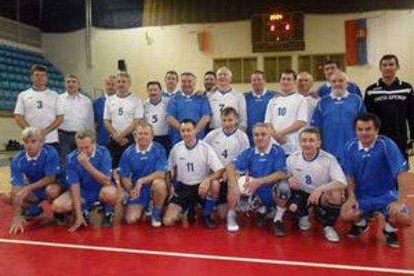 Vihorlat a Zubr. Humenský (v modrom) a brestský futsalový výber.