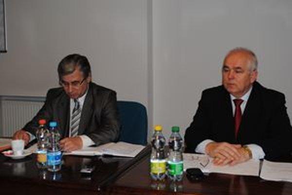 Výrobca a distributér. Výrobcu tepla zastupoval František Chvostaľ (vpravo), distributéra Ján Hudák.