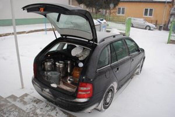 Stravu a bielizeň preváža súkromná podnikateľka vlastným autom.