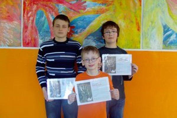 Ocenenie za projekty. Peter Belcák (zľava), Jakub Uberlauer a Damián Varga.