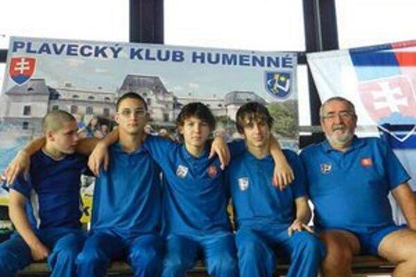 Silná štvorka. Hodbod, Babjak, Micikaš a Levický s trénerom Tomahoghom.