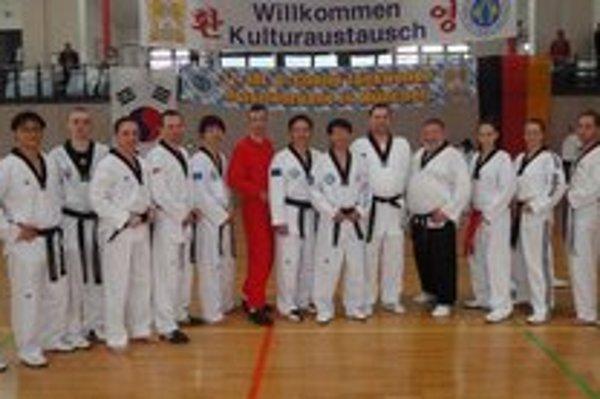Seminár v Mníchove. Tomáš Potocký tretí zľava.