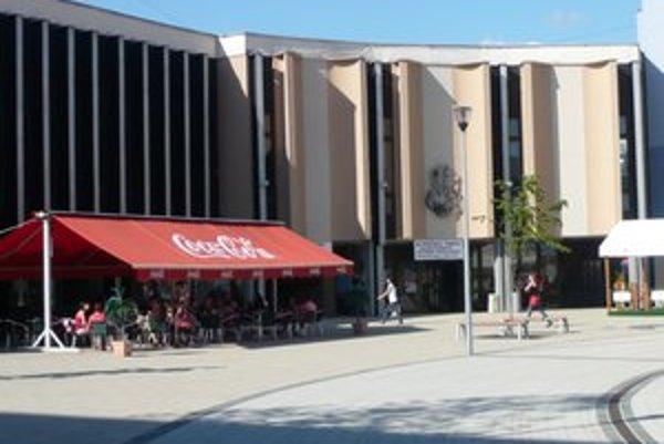Kino Centrum v Snine. Poslanci už po druhý raz nepodporili návrh na jeho modernizáciu- digitalizáciu.