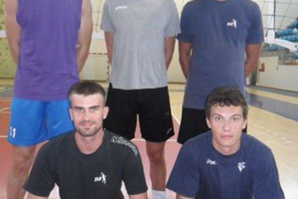 Nová pätica: Horný rad zľava: Jakub Joščák, Mikolaj Sarnecki, Peter Mlynarčík, v podrepe zľava: Milan Lízala a Martin Pavelka.