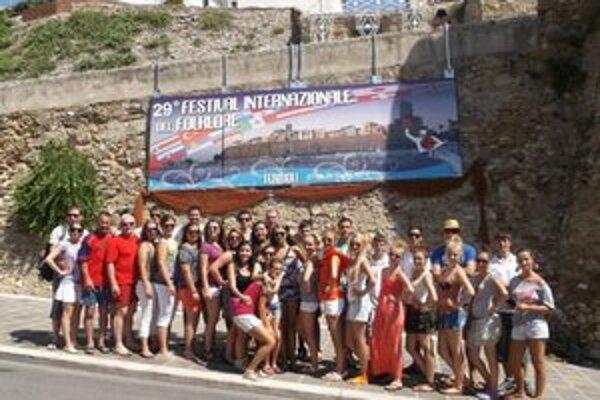 Naši folkloristi v Taliansku. Predstavili sa na festivale v Termoli.