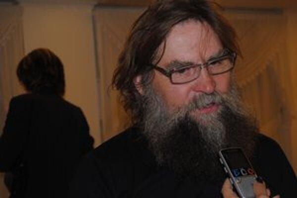 Maliar Vladimir Latyncev. Žije a tvorí v mestečku na severe Ruska, kde býva Dedo Mráz.