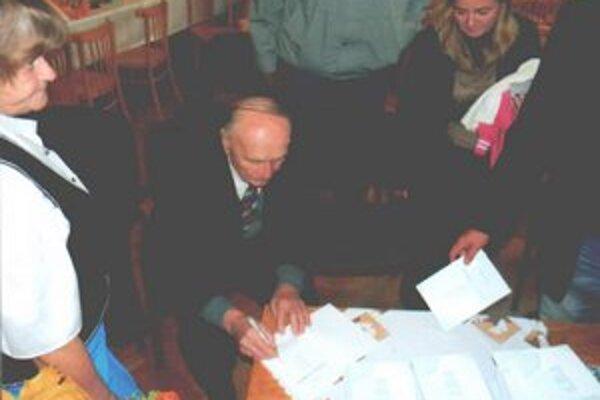 Autogramiáda nasledovala po skončení prezentácie knihy Michala Franka.