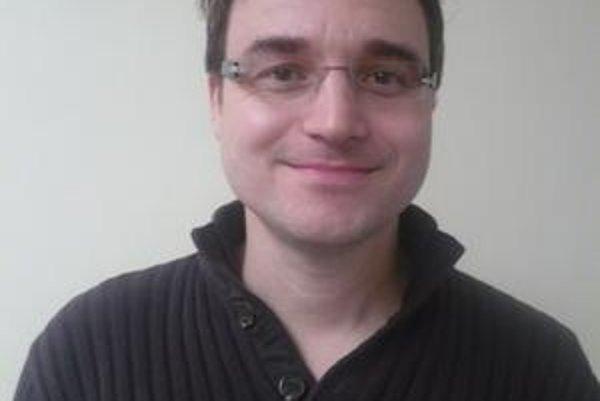 Christoph Michael Henssen. Získal si študentov nemčiny na Gymnáziu L. Svobodu v Humennom.