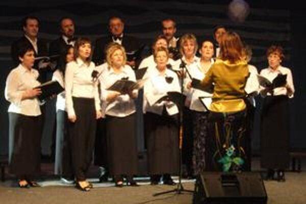 Tradícia. Na Vianočnom benefičnom koncerte vystúpil Spevácky zbor mesta Humenné.