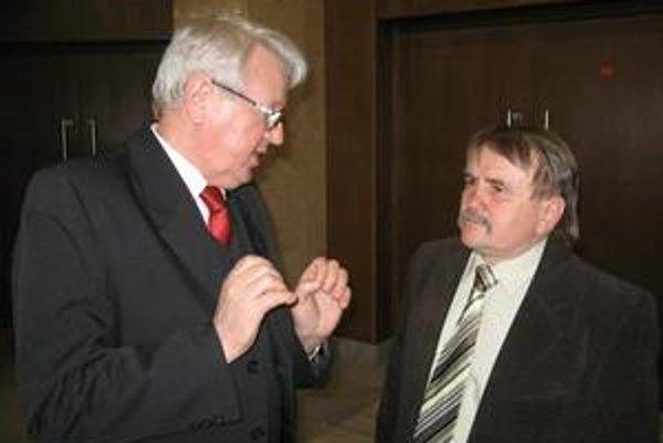 Kandidáti. Súperili o funkciu predsedu ObFZ Humenné - Štefan Styrančák (vľavo) a František Bazár.