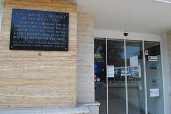 Spomienka na starostu. Osadenie tejto pamätnej tabule inicioval Spolok sv. Cyrila a Metoda a gréckokatolícka cirkev.