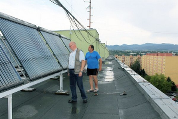 Kolektory využívajú v jednom z bytových domov na Ulici Rázusa v Prievidzi.