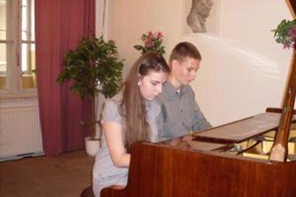 Otília Otavková a Samuel Rapáč: Štvorručne bravúrne zvládli aj náročnú džezovú skladbu. Porote sa jej podanie páčilo natoľko, že im za jej interpretáciu udelila mimoriadnu cenu.