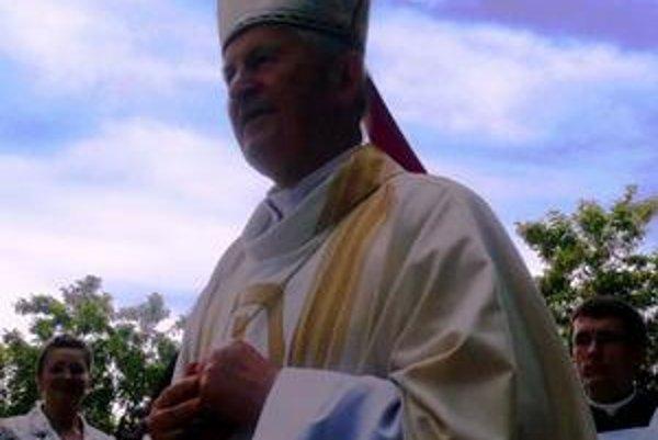 Mons. Jozef Tomko. Posvätil školu v Kamenici nad Cirochou.