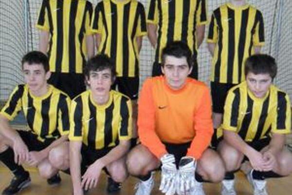 Víťazi. Mladí futbalisti Nižnej Sitnice.