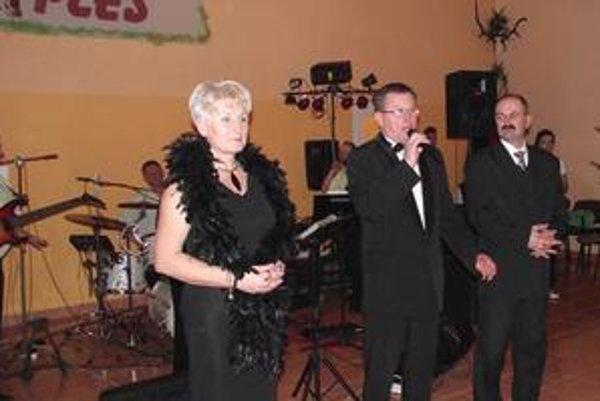 Slávnostný úvod. Ples otvoril starosta Kamenice Alexander Bugyi, ktorý je zároveň aj predsedom poľovníckeho združenia Jazvec.