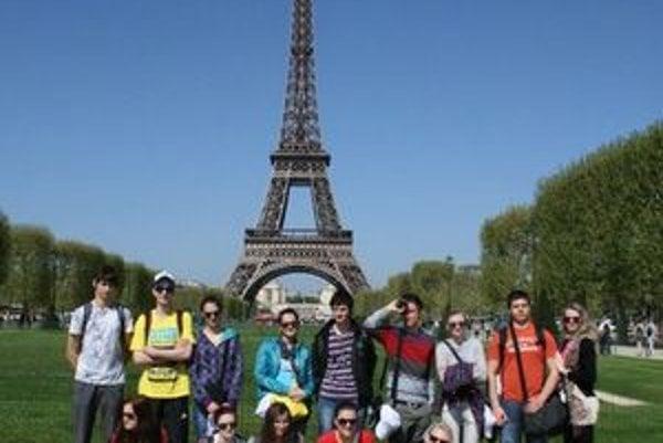 V Paríži. Študenti z Humenného.