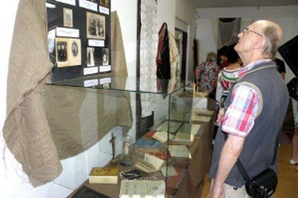 Dávny závan domova, teda výstava starých predmetov je v RKC Prievidza prístupná do 28. augusta.