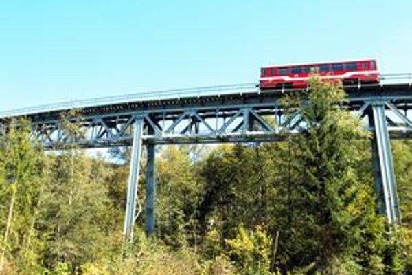 Okrem rušenia niektorých spojov,Železničná spoločnosť podľa revitalizačného programu predpokladá uvoľniť počas troch rokov 621 pracovníkov.