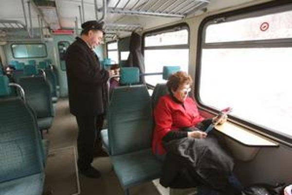 Koľkých ľudí sa obmedzenia vo vlakovej doprave dotknú, dnes ešte nie je jasné.