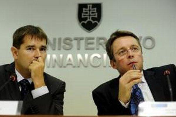 Minister financií Ivan Mikloš a štátny tajomník Vladimír Tvaroška.