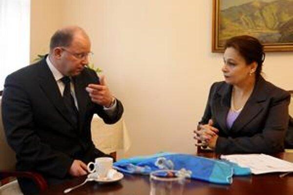 Na vypočutí sa stretli dvaja predchádzajúci šéfovia Slovenského rozhlasu Jaroslav Rezník a Miloslava Zemková.