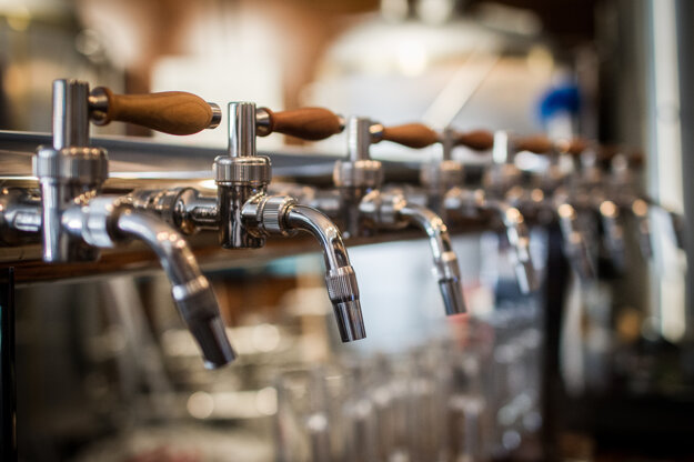 Pivo láka podobne ako husacina, či dobré víno.