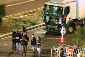 Polícia na mieste činu po útoku v Nice.