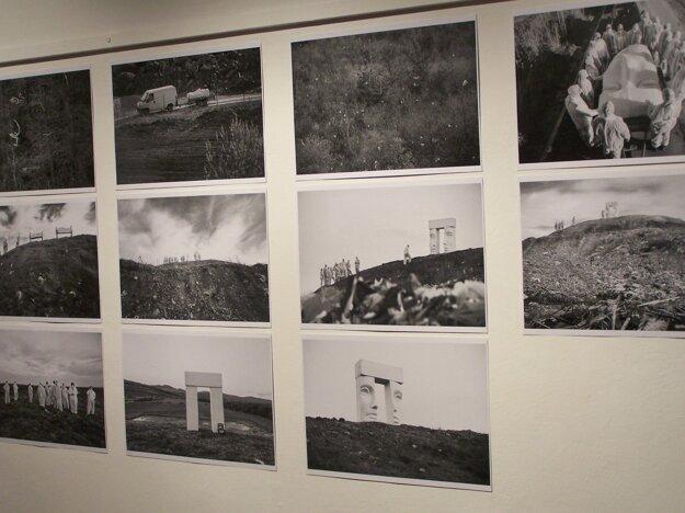 Výstava prezentuje rôznorodosť výtvarnej tvorby na Slovensku.