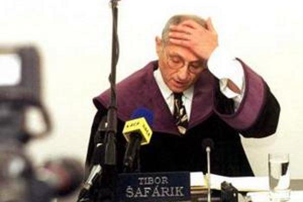 Tibor Šafárik bol ústavným sudcom ako nominant SNS v rokoch 1993 až 2000, po skončení funkčného obdobia sa vrátil do advokácie. V roku 2007 ho prezident za ústavného sudcu už nevybral.