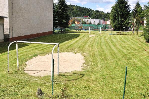 Časť poslancov nesúhlasila s požiadavkou na vybudovanie nového ihriska.