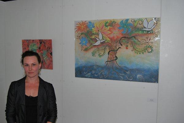 Jana Klímová tvorí obrazy z piesku.