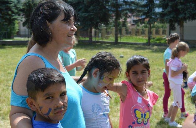 Asistentka učiteľa Marcela Lyskayová sa priznala, že v prvý deň išla robiť pedagogický dozor do tábora s obavami. V posledný deň tábor nakoniec hodnotila kladne.