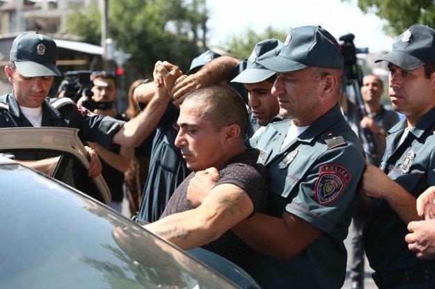 Arménska polícia zadržala neznámeho muža.