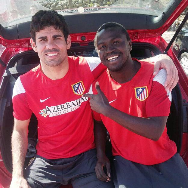 Guinejčan Pepe má v archíve ako spomienku na časy v Atletiku Madrid aj fotku s útočníkom Diegom Costom.