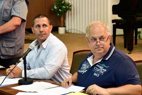 Vľavo nový prezident klubu Marián Krištof. Vpravo Ladislav Jaroš, ktorý pokračuje na poste manažéra.
