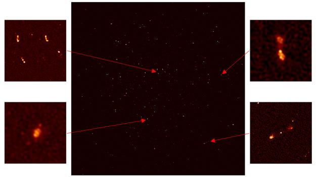 Priblížené časti napravo ukazujú vzdialené galaxie s masívnymi čiernymi dierami v ich centre. Galaxia v ľavom dolnom rohu je vzdialená od zeme 200 miliónov svetelných rokov.