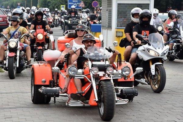 Na snímke motocyklisti na Námestí Osloboditeľov v Michalovciach.