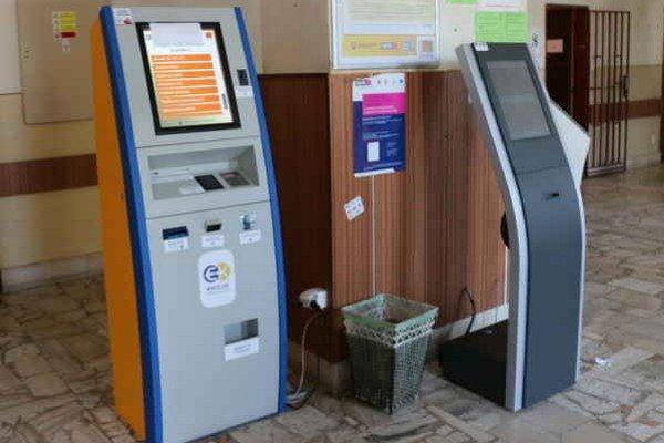 Automat na kolky. Môžete zaplatiť poplatok napríklad pri vybavovaní nového pasu, občianskeho preukazu či evidenčných tabuliek na auto.