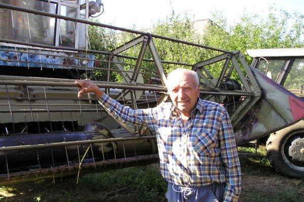 Ján Pastirik. Aj napriek vysokému veku stále neúnavne pracuje.