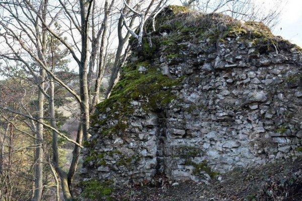 Obci Podhoroď (okres Sobrance) dala názov miestna stredoveká pamiatka. Je ňou malý, no nie hocijaký hrádok. Ide o najvýchodnejšie situovanú pevnosť na Slovensku.