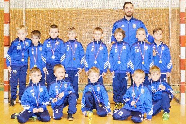 Družstvo U8. Na domácom turnaji obsadilo tretiu priečku.